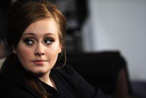 Adele shpërblen familjen me udhëtim në jaht