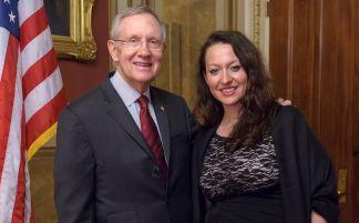 "Kongresi Amerikan nderon Ermira Babamustën ""Gruaja Humanitare Ndërkombëtare"""