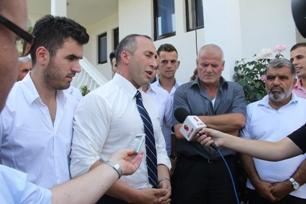 Haradinaj lavdëron kryetarin e Rahovecit, Latifin