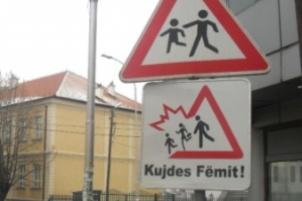 Kërkohet vendosja e shenjave të trafikut nëpër shkolla të Suharekës