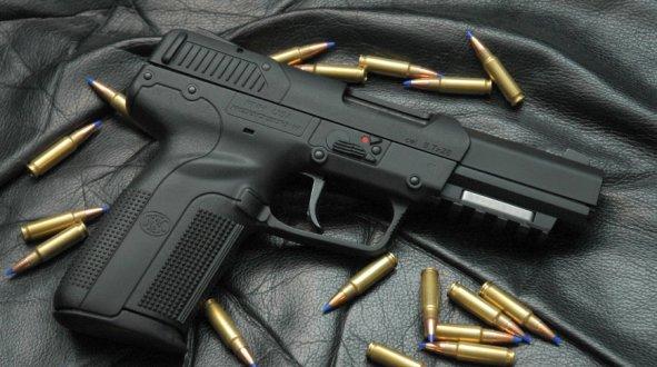 Prizren, policia i konfiskon pistoletën me gaz