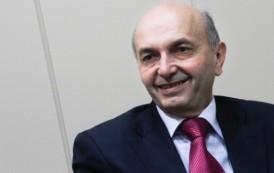 Mustafa: Kryespiuni Fatos Klosi spërkat figurën e Ibrahim Rugovës