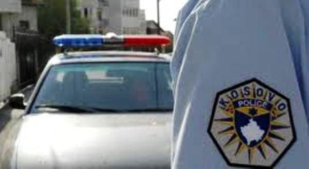 VIDEO – Polici përdor telefonin për t'i mbuluar paratë e ryshfetit