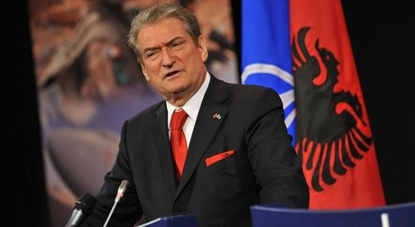 Sali Berisha paralajmëron 'Cunamin e Historisë' sot në Shqipëri