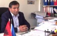 Drejtori i Komunës së Dragashit grushtohet në zyrën e tij të punës