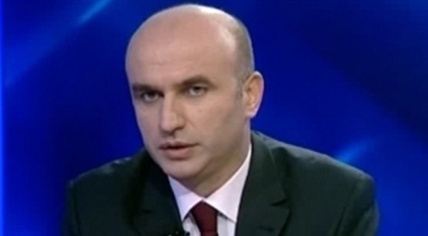 """Nga Rugova te Thaçi e Haradinaj: Kur shqiptarët bëjnë sikur """"qajnë"""" për Kosovën"""