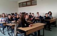 Moshatarët pësojnë nga nxënësit problematikë në Prizren