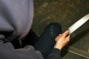 Theret me thikë një fëmijë në Prizren
