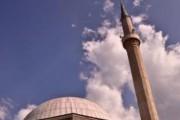 Prizren / Aktakuzë ndaj inspektorit për lejimin e hapjes së biznesit për lojëra të fatit afër xhamisë