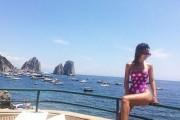 Aurela shfaqet seksi në Capri (Foto)