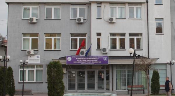 Serbët e Rahovecit kërkojnë mbrojtje pas një incidenti me shqiptarët (Video)