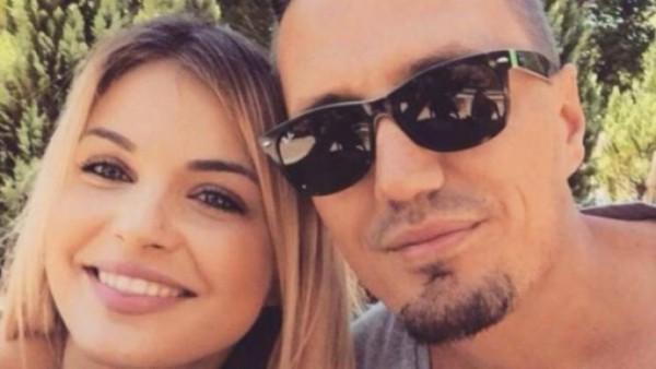Blero publikon listën e këngëtarëve që do të këndojnë në dasmën e tij
