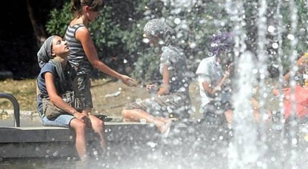 Sot një nga ditët më të nxehta – shmangni orët e pikut
