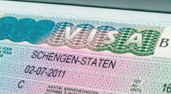Avokati gjerman alarmon kosovarët: Mos tentoni të punoni me viza turistike në Gjermani