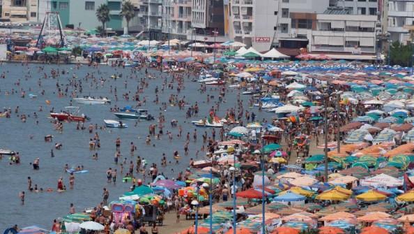 Temperaturat e larta, dyndje në Plazhin e Durrësit