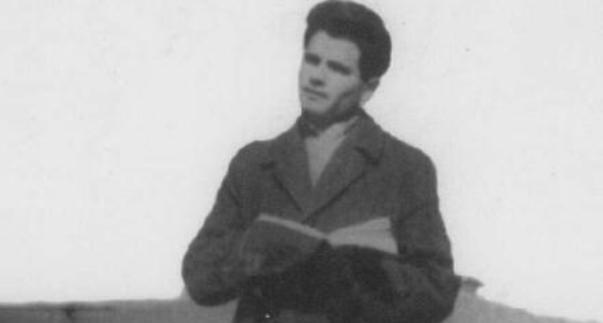 Busti i poetit martir Havzi Nela vendoset në gjimnazin e Kukësit(Foto)