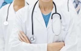 """Pasagjerët e ardhur nga Italia po kontrollohen nga mjekët në """"Adem Jashari"""""""
