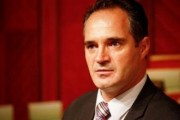 Nait Hasani propozohet për Ambasador në Shqipëri