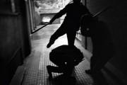 Tre burra rrihen mes veti në Suharekë, një i lënduar rëndë