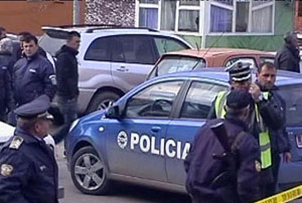 Polici grushton studentin: Pederast! (VIDEO)