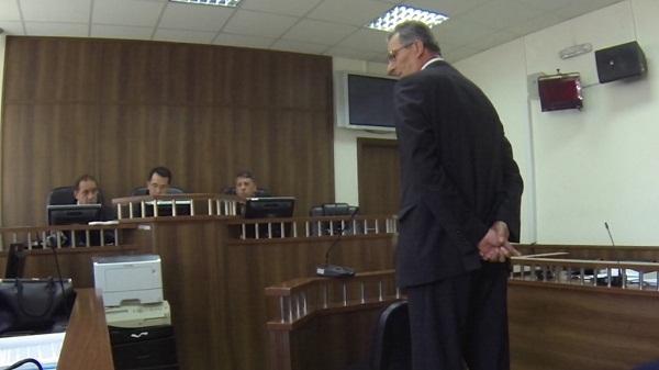 Ish-kryetari i Suharekës dhe dy të tjerët lirohen nga akuza për korrupsion