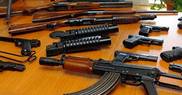 Policia sekuestron tri armë e 200 fishekë në Caparc të Prizrenit