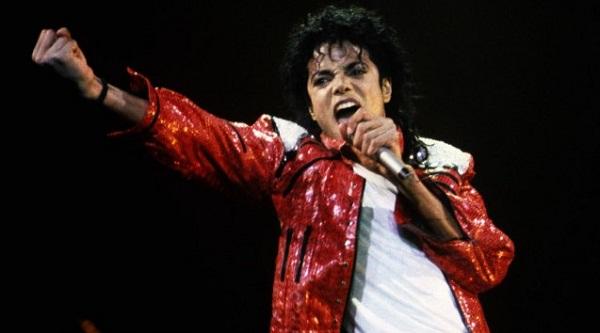 Policia tregon zbulimet e frikshme në shtëpinë e Michael Jackson më 2003