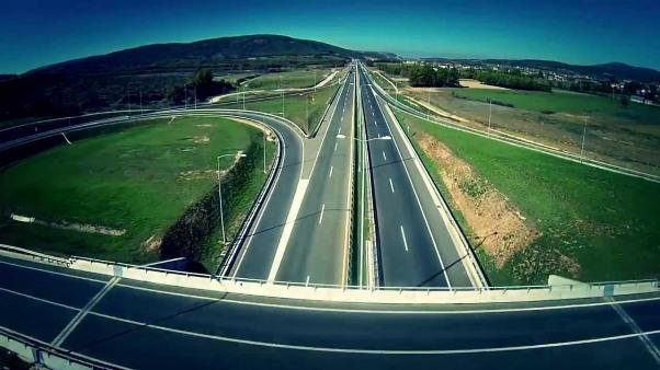 """Goditen tre punëtorë të mirëmbajtjes në autostradën """"Ibrahim Rugova"""",drejtimi Prizreni – Prishtinë"""