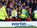 Tifozi i Evertonit vdes duke e shikuar ndeshjen