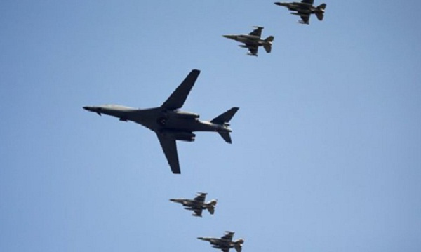 SHBA 'tregon forcën', qindra avionë drejt Koresë(Foto)