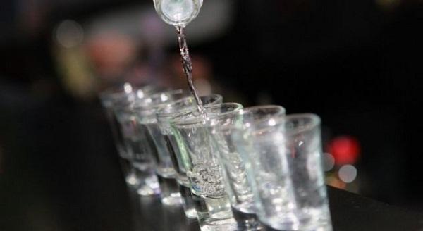Më shumë se 10 milionë litra alkool konsumuan kosovarët për një vit