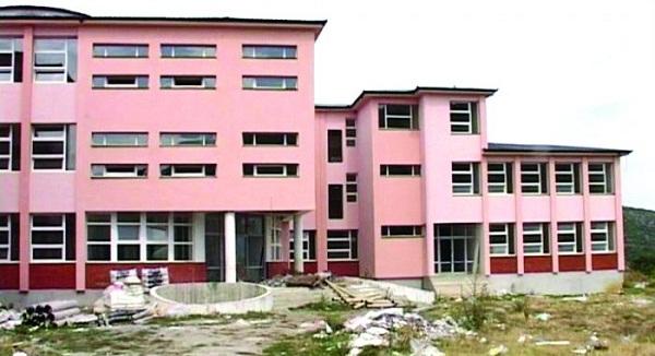"""Shkolla fillore """"Zenun Çoçaj"""" në Gjonaj, pa arsimtar të gjeografisë"""