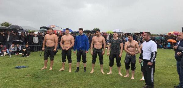 Dragashi organizoi garën e pehlivanëve (Video)