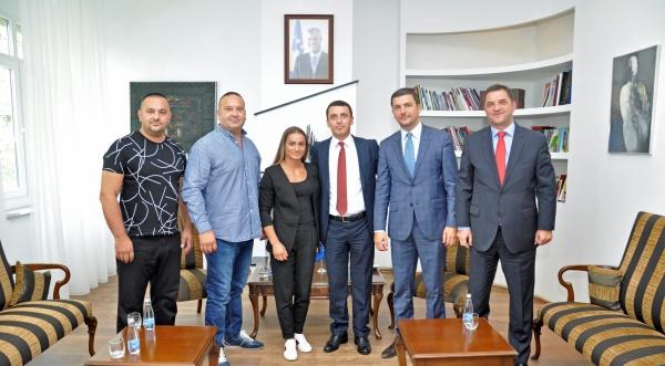 Ministri Gashi: Majlinda Kelmendi është krenaria e Kosovës