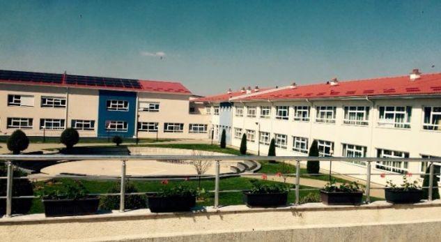 Bytyqi merr vendim për ndërprerjen e financimit të 'Loyola Gymnazium' në Prizren