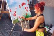 Shkurta, piktorja shqiptare që po i çmend ndjekësit në Instagram (Foto)