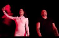 Bruno dhe këngëtari grek i këndojnë shqiptares (VIDEO)