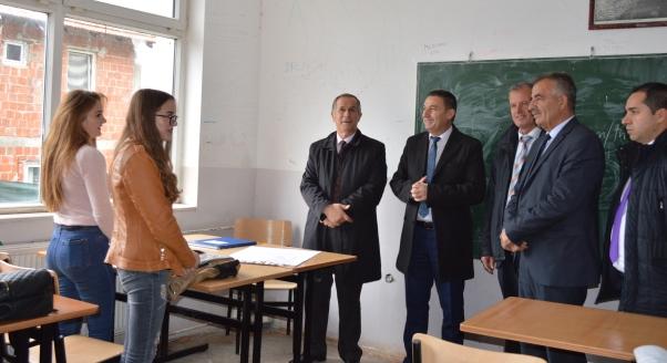 MASHT-i, furnizoi me inventar shkollën profesionale në Kijevë