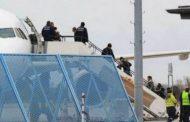 Kaos në aeroportin gjerman, arratisen dy persona që do dëboheshin