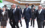 """Kryeministri Ramush Hradinaj, vizitoi shkollën """"Maarif"""" në Prizren"""