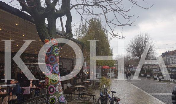 """Arti i """"bombardimit me fije"""" në drunjtë e Prizrenit"""