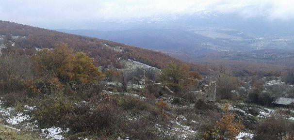 Prizren: Jetojnë me qira pasi shtëpitë e tyre janë të rrethuara me mina