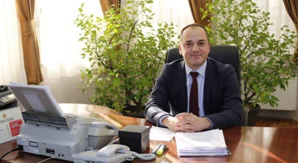 Regon Haskuka, kërkon zbardhjen e rastit të heqjes së flamurit turk në Prizren
