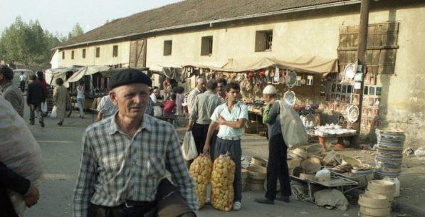 Pazari në Prizren, fotografi të vitit 1984 nga Andreas Tessmer