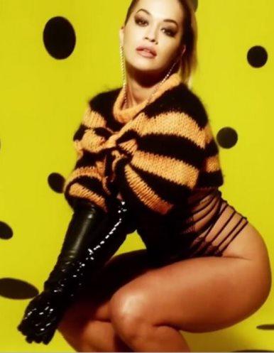 Rita Ora me vallëzim erotik – (Video)