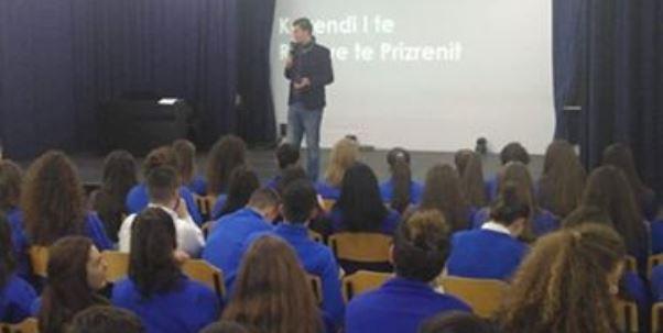 Prezantimi i Kuvendit të të Rinjve të Prizrenit, para maturantëve