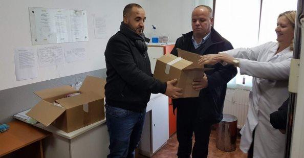 Pranohet donacioni i parë me barna nga mërgimtari për Ambulancën e Opterushës
