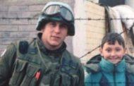 Ushtari kanadez, pas 24 vjet kërkimi, e gjen djaloshin boshnjak që gjatë luftës në Bosnje e kishte takuar