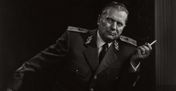 Publikohet fotoja e rrallë e këngëtarit shqiptar me ish-presidentin jugosllav, Josif B. Tito