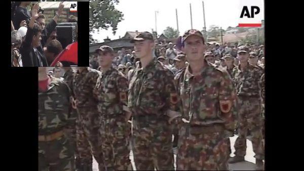 I rrethuar nga 300 luftëtarë të UÇK-së, hyrja triumfuese e Thaçit në Rahovec më 1999 (Video)